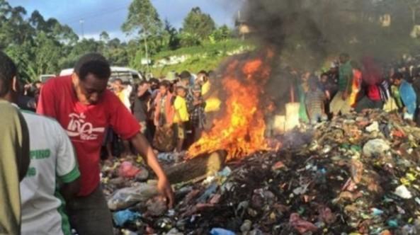 Papua-residents-burn-sorceress-via-AFP-615x345