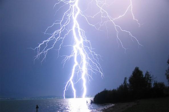 lightning-2a7z2